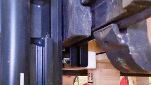Impact blok stoot tegen klos, en bovendek van pallet